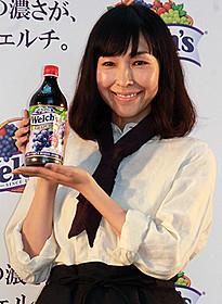1日店長としてアピールした麻生久美子