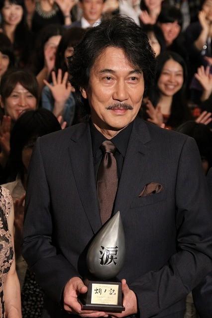 岡田准一、「蜩ノ記」試写で「役所さんが号泣」と暴露