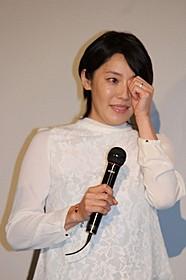 初日舞台挨拶に立った(左から) 藤本泉、須藤理彩、安田顕、原桂之介監督「小川町セレナーデ」