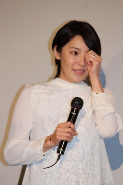 須藤理彩、思わず涙! 主演作「小川町セレナーデ」初日舞台挨拶で