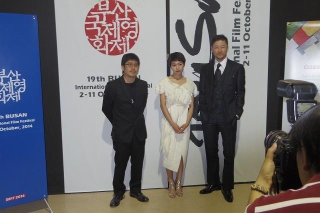 釜山国際映画祭での上映に立ち会った(左から) 熊切和嘉監督、二階堂ふみ、浅野忠信