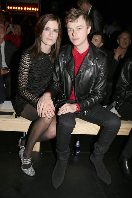 デイン・デハーン、妻とサンローランのショーに出席