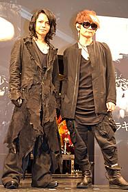 (左から)壮大な世界観に魅了されたHYDEとK.A.Z「ドラキュラZERO」