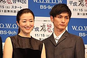 舞台挨拶に立った鈴木京香と高良健吾「悪人」
