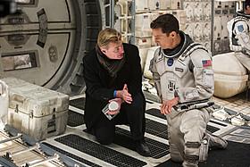 撮影中のクリストファー・ノーラン監督 (左)とマシュー・マコノヒー(右)「インターステラー」