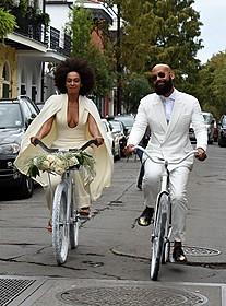 挙式会場まで自転車で向かったふたり
