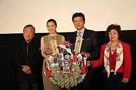 三浦友和、神山征二郎監督は死去した高倉健さんを偲んだ「救いたい」