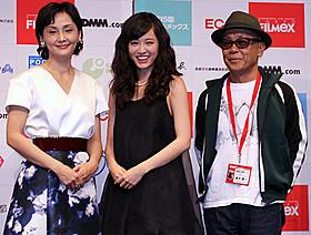 登壇した(左から)南果歩、前田敦子、廣木隆一監督「さよなら歌舞伎町」