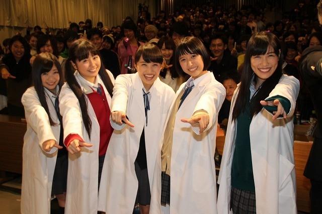 「ももクロ」百田夏菜子、「幕が上がる」でのメンバーとのラブシーンに大照れ