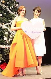 互いに大絶賛のリリー・コリンズ(左)と剛力彩芽「あと1センチの恋」