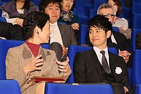高円宮妃殿下と歓談する妻夫木聡「バンクーバーの朝日」