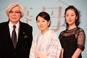 (左から)山田洋次監督、吉永小百合、黒木華「母と暮せば」
