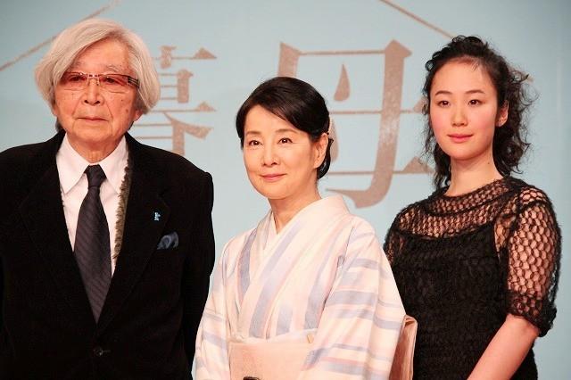 (左から)山田洋次監督、吉永小百合、黒木華
