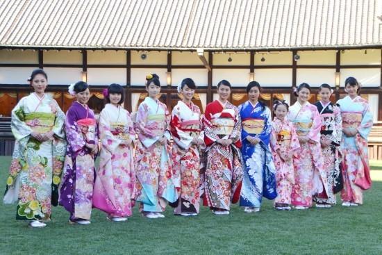 武井は赤、剛力は古典、忽那はブルー オスカー美女11人多彩に2015年へ