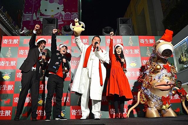 """アントニオ猪木「寄生獣」に""""闘魂""""注入!染谷将太&橋本愛も気合で「ダー!」"""