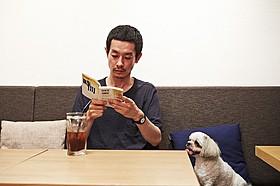 劇中で吉田健一氏の小説「時間」を読む加瀬亮「自由が丘で」