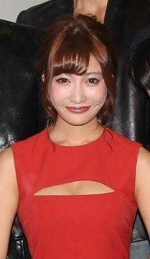 明日花キララ、胸元パックリワンピで「アイアンガール」初日に登壇!