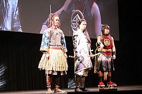 昔話の主人公に扮した桐谷健太、松田翔太、濱田岳(左から)