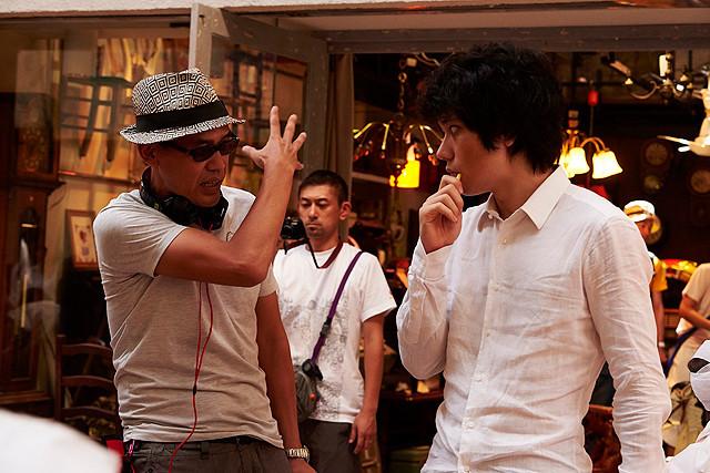 「天の茶助」撮影中のSABU監督と松山ケンイチ