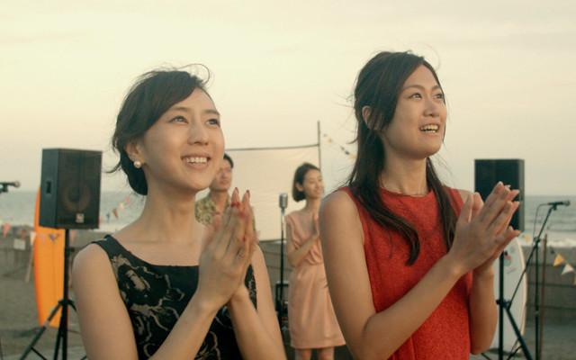 杉野希妃(左)と小篠恵奈がダブル主演した 三澤拓哉監督作「3泊4日、5時の鐘」