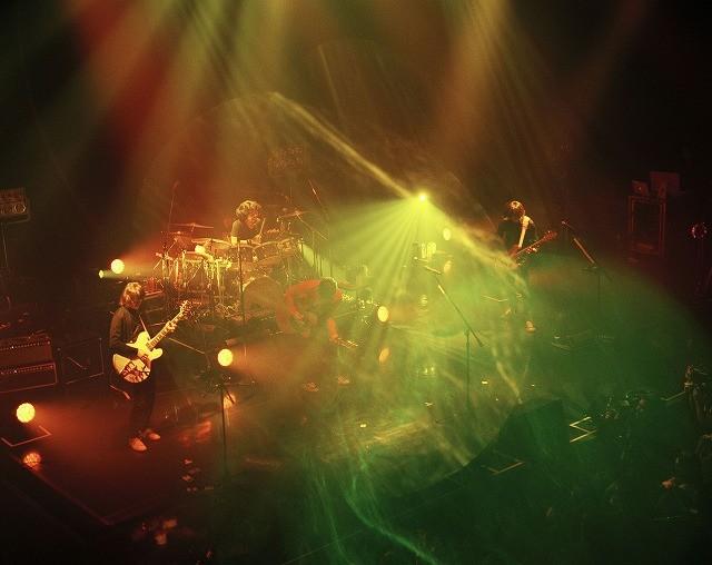 ミスチルがTOHOシネマズ六本木ヒルズをジャック!ライブ映像公開の前夜祭を開催