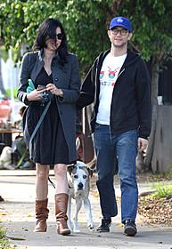 愛犬と一緒のスリーショット「(500)日のサマー」