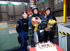 誕生日を祝福された向井理&綾野剛と 2人を祝った共演の新垣結衣