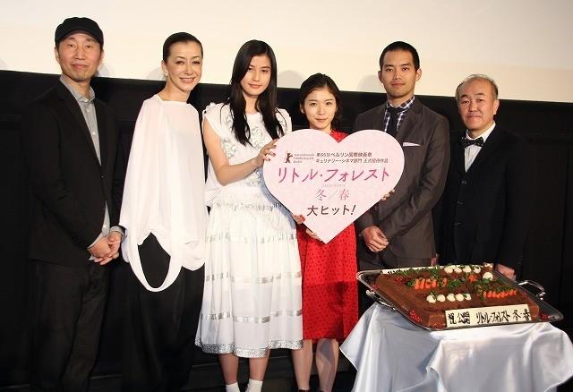 橋本愛、20歳を迎える松岡茉優をハグで祝福!