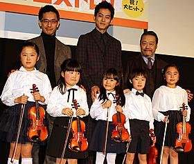 ちびっ子5人が「きらきら星」を演奏「マエストロ!」