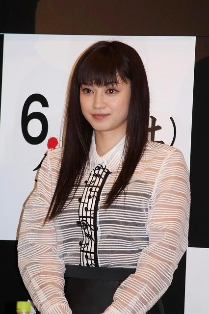 平愛梨、「呪怨」最終章で主演 会見で「怖い」連発