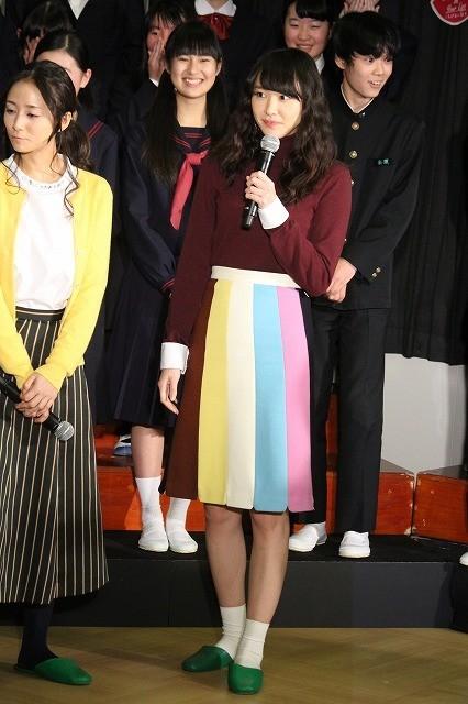 新垣結衣、国分寺第三中学校をサプライズ訪問!撮影協力の生徒たちに感謝