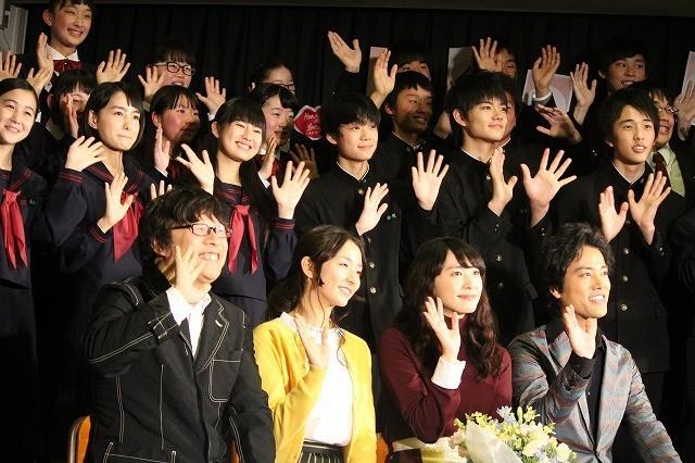 新垣結衣、国分寺第三中学校をサプライズ訪問!撮影協力の生徒たちに感謝 - 画像2