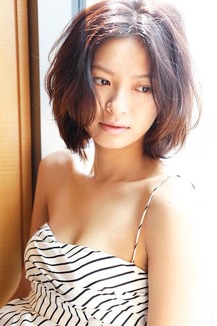 榮倉奈々、4年ぶり写真集「four seasons」が3月17日発売決定