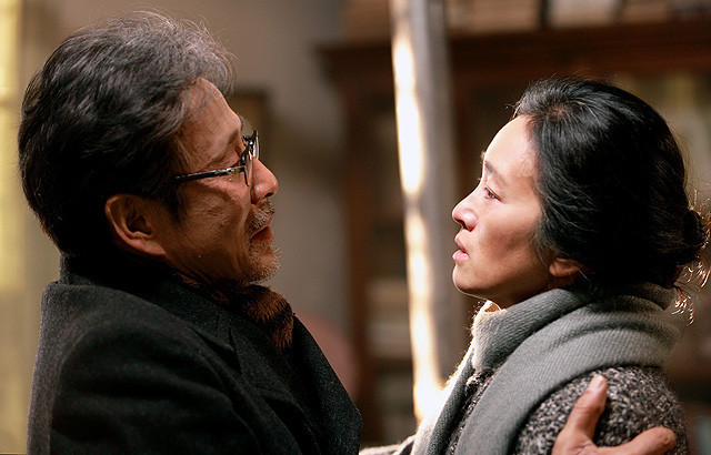 コン・リーが切ない夫婦愛熱演 チャン・イーモウ「妻への家路」特別映像