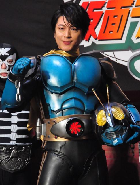 及川光博、仮面ライダー3号スーツ姿を披露「暑いです!」