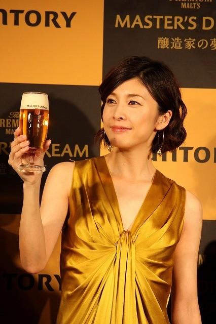 """竹内結子、""""夢のビール""""試飲にうっとり"""