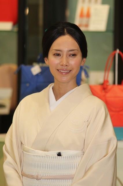 """中谷美紀、和服姿で""""おもてなし""""日本製品の魅力をアピール"""