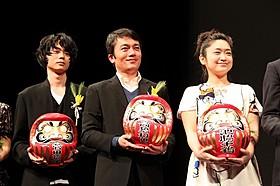 授賞式を盛り上げた(左から)菅田将暉、高橋和也、池脇千鶴「そこのみにて光輝く」