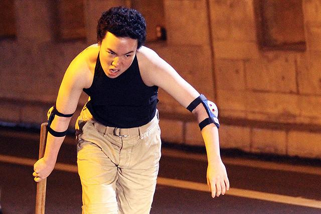 女子高生がパンチパーマで壮絶アクション 三池崇史監督「極道大戦争」