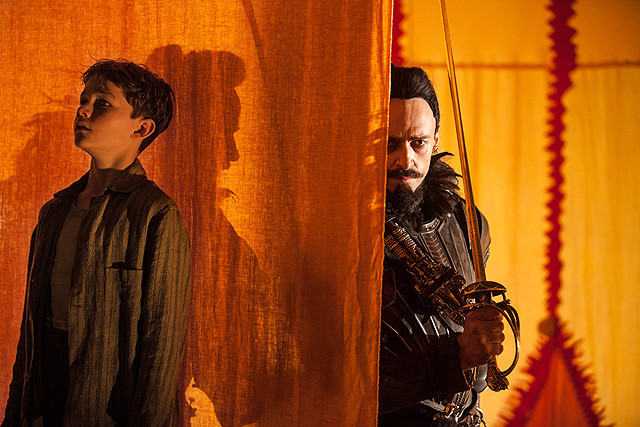 ヒュー・ジャックマンが悪役の 黒ひげを演じる「PAN」