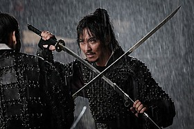 キム・ナムギルが山賊、ソン・イェジンが海賊を演じる「パイレーツ」