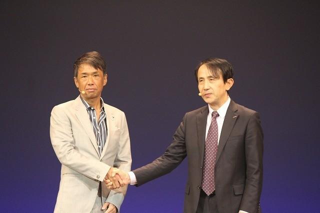 エイベックス代表取締役社長・千葉龍平氏(左)と NTTドコモ取締役常務執行役員・中山俊樹氏