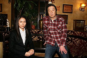 連続ドラマW「闇の伴走者」で共演する松下奈緒と古田新太
