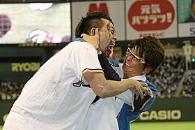 始球式で大乱闘を演じた哀川翔と宮川大輔「Zアイランド」