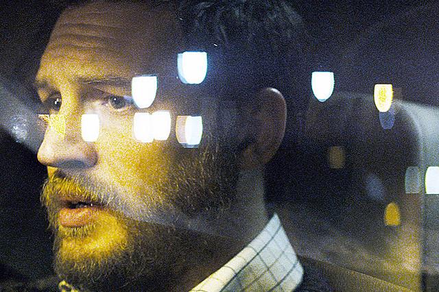 トム・ハーディがひとり芝居に挑む「オン・ザ・ハイウェイ」 不穏な電話に追い詰められる予告編公開