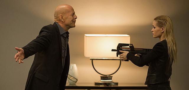 不死身の男、ついに死す? ブルース・ウィリス出演の近未来アクション、予告編公開