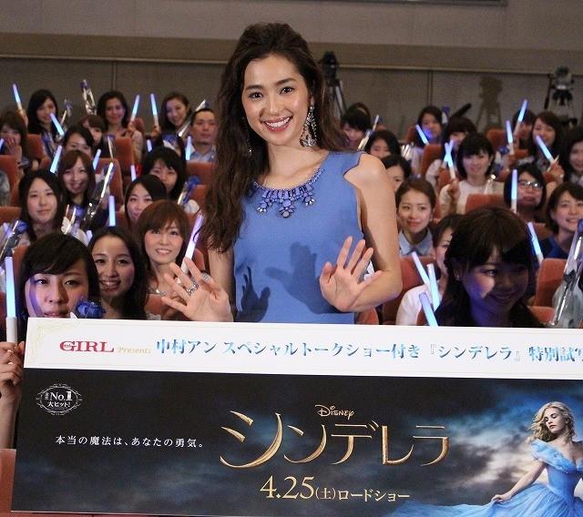 中村アン、55万円のハイヒールにギョッ! キスポーズで大興奮 - 画像5