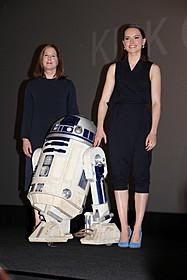「スター・ウォーズ」新ヒロインデイジー・リドリー(右)と プロデューサーのキャスリーン・ケネディ「スター・ウォーズ」