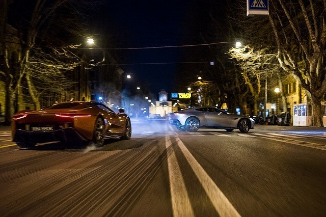 「007 スペクター」最新映像はアストンマーティンVSジャガーのローマ対決!