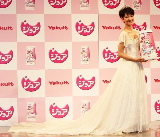 剛力彩芽、全長3メートルのドレスに大興奮!「こんなウエディングドレス着たい」